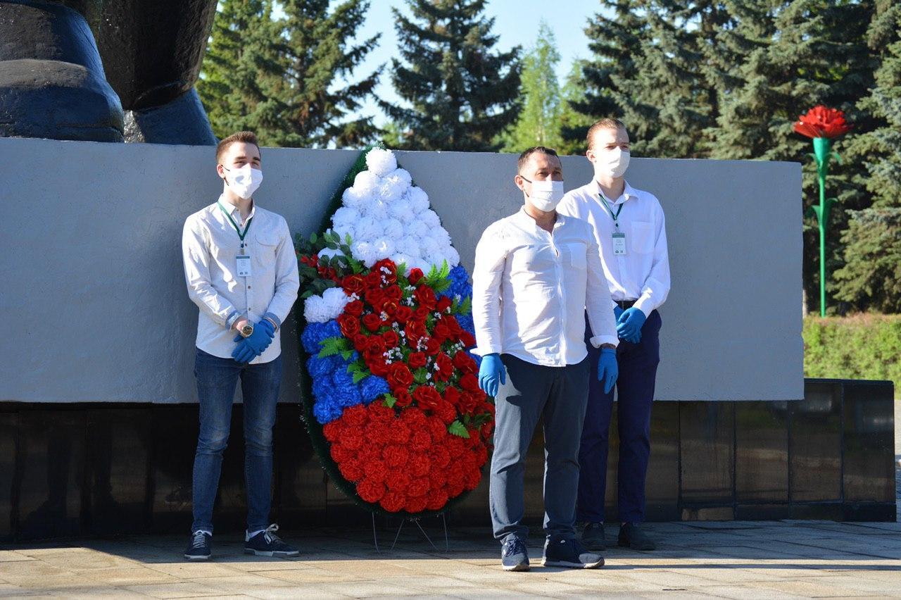 Акция возложения венков в честь Победы